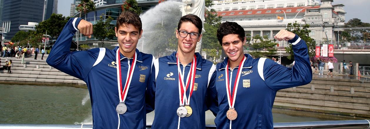 CBDA - Natação sobe em mais de 30 pódios e parte com garra para os Jogos Rio 2016