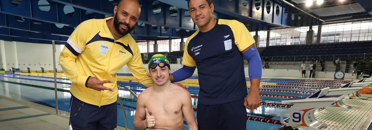 Natação - Homens de peito no encontro olímpico e paralímpico