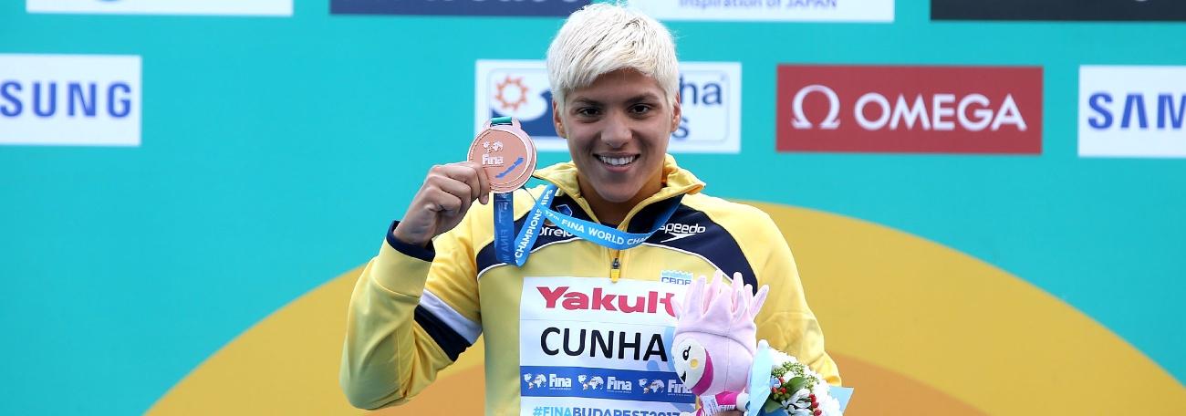 Marcela leva o bronze e a 11ª medalha mundial para as maratonas do Brasil