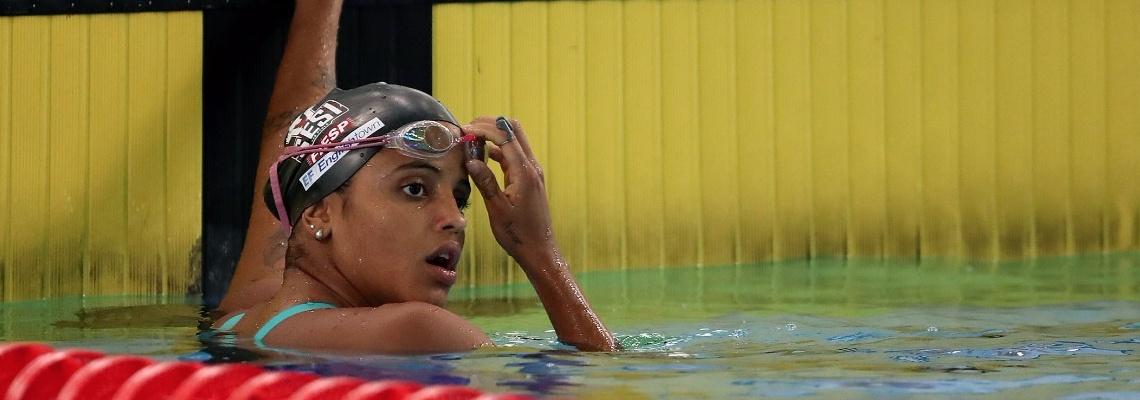 Natação - Etiene Medeiros volta a nadar na casa dos 27s e vence os 50m costas no Open