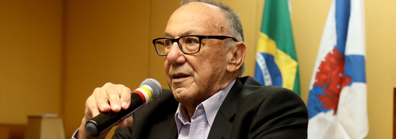 Presidente Miguel Carlos Cagnoni recebe carta de cumprimentos da Fina