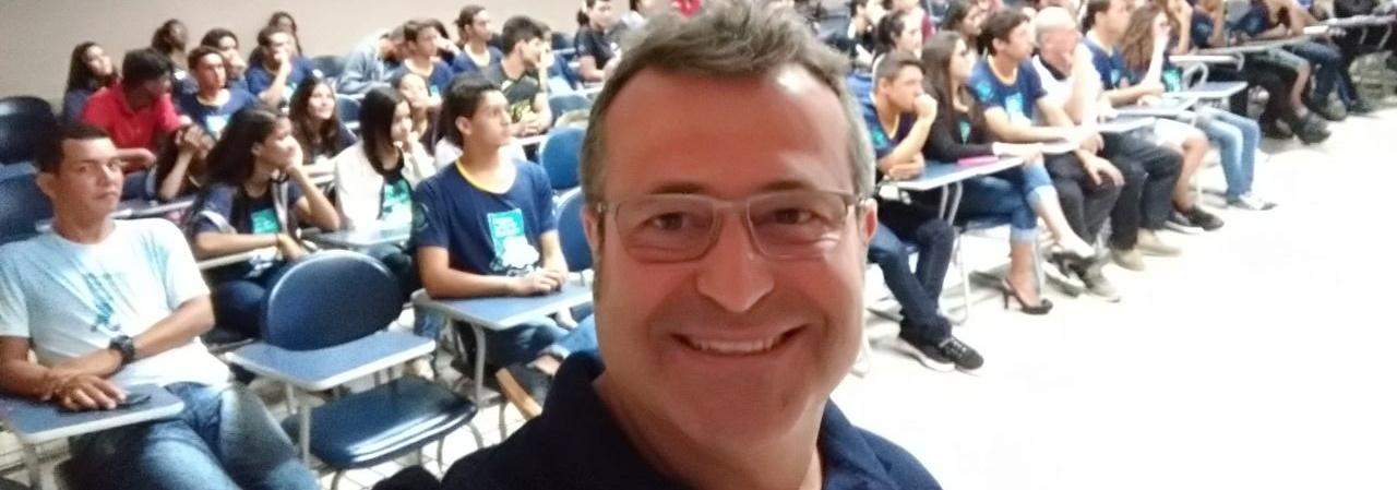 Ricardo Prado visita projeto social de natação em Montes Claros