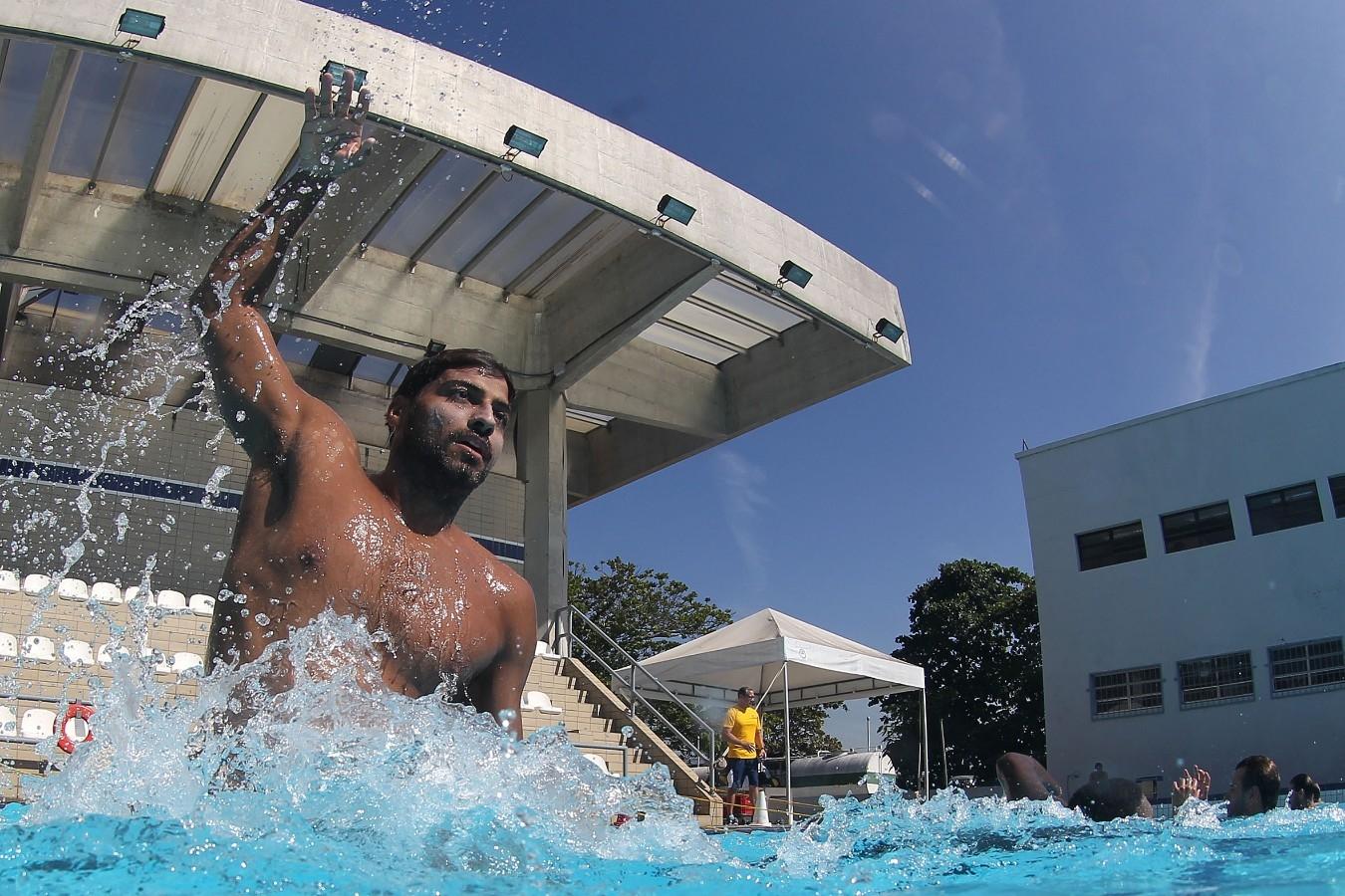 Treino da selecao brasileira de polo aquatico, realizado na