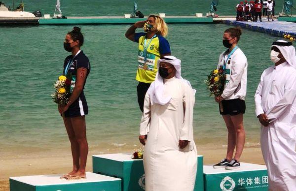 Ana Marcela Cunha é campeã da etapa de Doha do Circuito Mundial de Maratonas Aquáticas